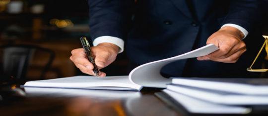 Engager un avocat sur Paris : critères de sélection